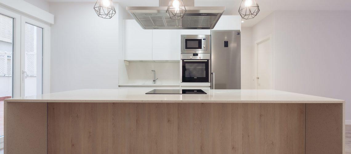 Isla de cocina con encimera en laterales